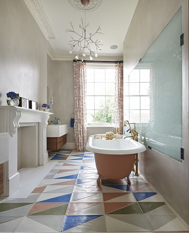 Чугунная ванна имеет высокую теплоёмкость, вода в ней долго остаётся тёплой