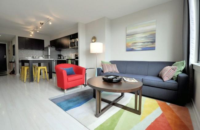 Светлые тона помогут сделать небольшую квартиру немного больше