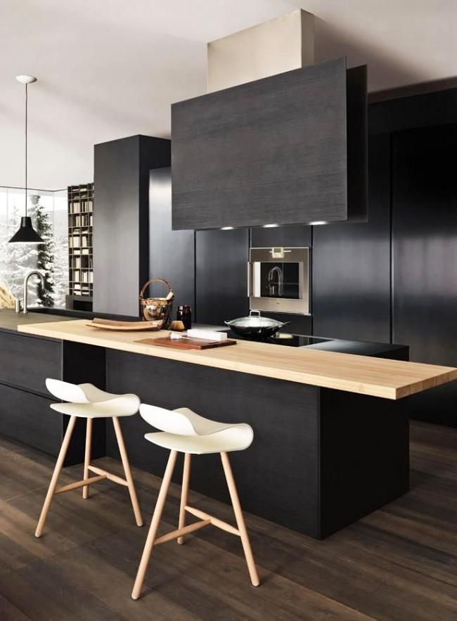 Черный кухонный гарнитур смотрится очень эффектно