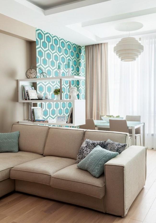 Удачное сочетание обоев и цвета покраски стен зала