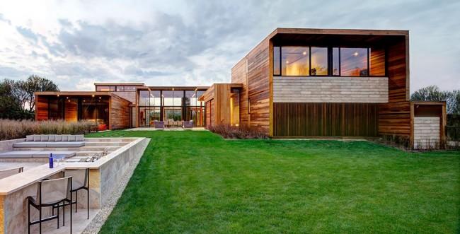 Дом в стиле хай-тек с отделкой из дерева