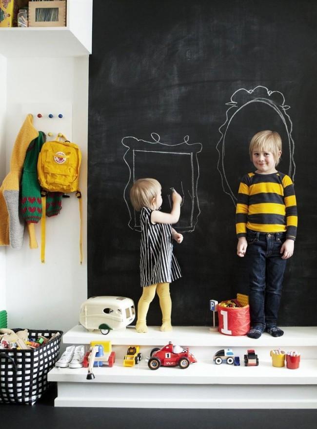 Наличие такой стены для рисования очень положительно влияет на развитие ребенка