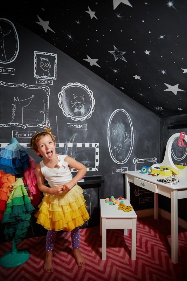 Что может быть лучше для ребенка, чем творить, еще и на стенах собственной комнаты!