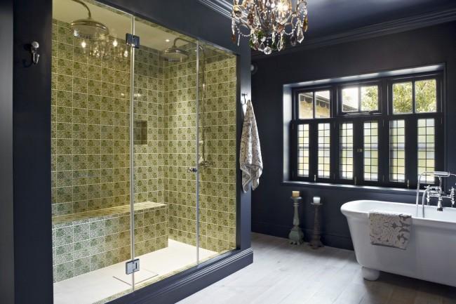 Душевая кабина с турецкой баней в классическом интерьере ванной комнаты