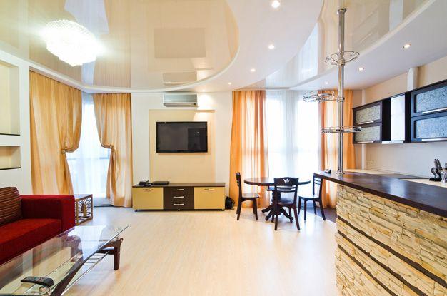 В двухъярусном потолке, как правило, одновременно задействованы несколько видов ламп