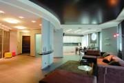 Фото 21 Двухуровневые натяжные потолки для зала (47 фото): материалы, форма, цвет