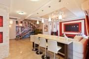 Фото 2 Двухуровневые натяжные потолки для зала (47 фото): материалы, форма, цвет