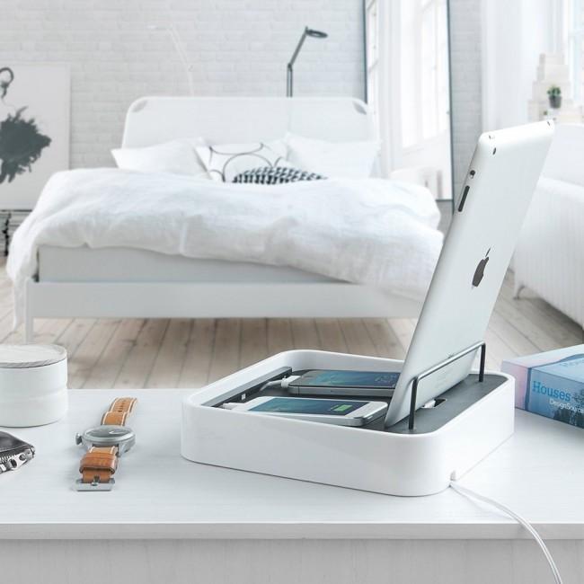 Минималистичная, но очень уютная белая спальня
