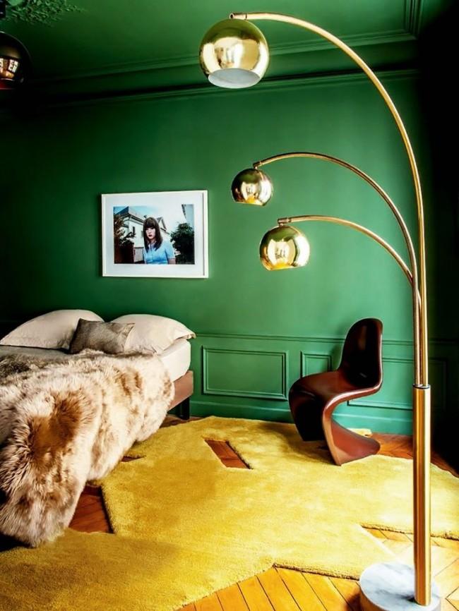 Спальня, объединившая яркие цвета в своем интерьере
