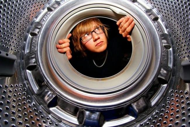 В барабане стиральной машины также может скапливаться грязь и известковые отложения