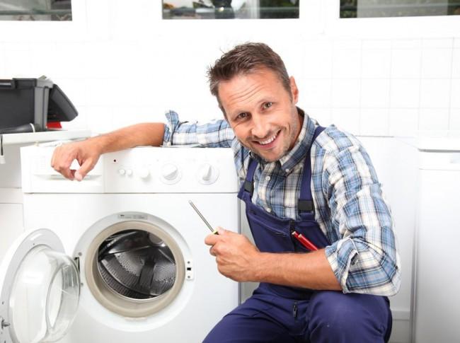 Лучше всего с чисткой стиральной машины справятся мастера сервисного центра