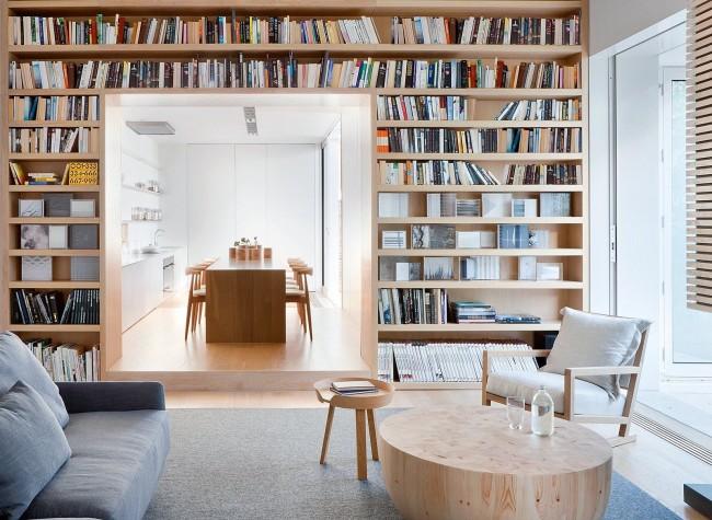 Вариантов дизайна для домашней библиотеки довольно много, но одним из самых распространенных считается совмещение ее с кабинетом или гостиной