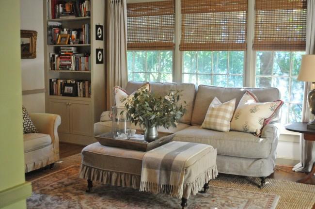 Домашняя библиотека в интерьере стиля прованс не привлекает особого внимания и не занимает много места, но справляется со своими функциями не хуже других
