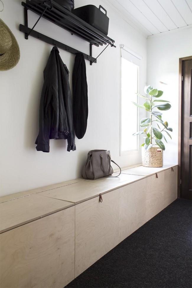 Потайной шкаф и скамейка одновременно