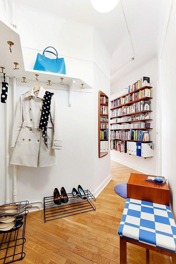 Небольшой коридор плавно переходящий в комнату