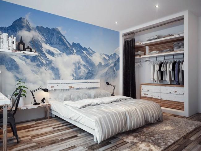 Горные вершины на обоях создают ощущение легкости и простора в комнате
