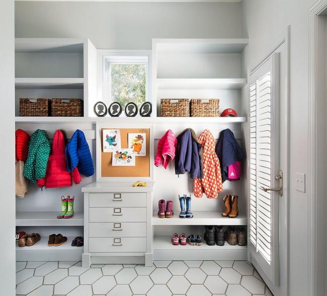 Мебель для прихожей должнаудовлетворять все требования хозяев, а также помогать правильно использовать площадь