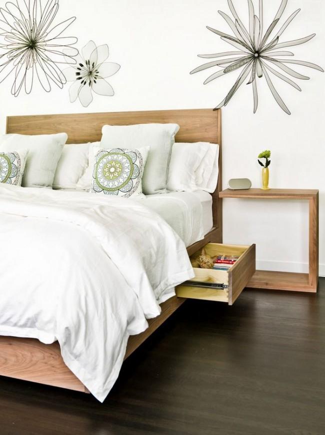 Кровать с ящиками - великолепный способ уменьшить количество мебели в небольшой спальне