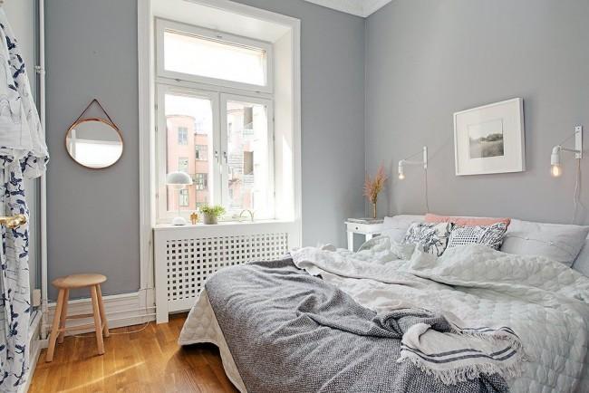 Чтобы маленькая спальня казалась просторнее необходимо предоставить ей как можно больше света