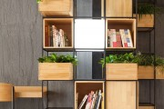 Фото 4 Стеллажи для дома без задней стенки: обзор недорогих и лаконичных моделей в интерьере