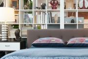 Фото 8 Стеллажи для дома без задней стенки: обзор недорогих и лаконичных моделей в интерьере