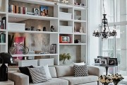 Фото 27 Стеллажи для дома без задней стенки: обзор недорогих и лаконичных моделей в интерьере