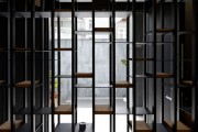 Фото 37 Стеллажи для дома без задней стенки: обзор недорогих и лаконичных моделей в интерьере