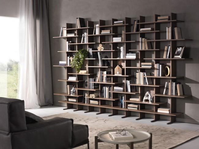 Современные стеллажи позволяют рационально использовать пространство комнаты, имеют привлекательный внешний вид и стоят недорого