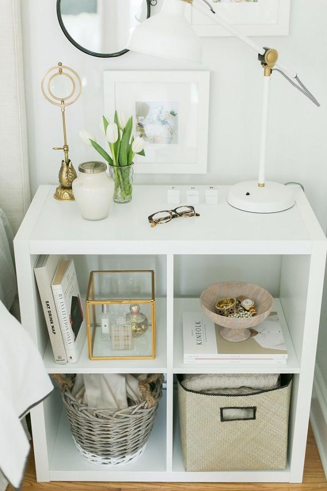 Личные вещи вам помогут скрыть различные корзины, вазы и шкатулки