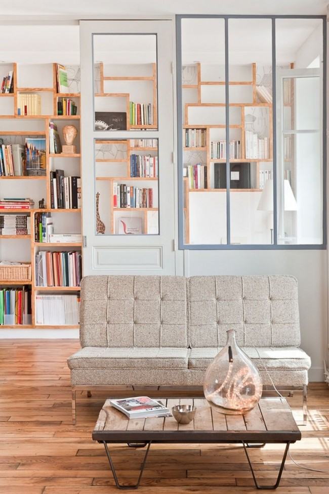 Стеллаж — настолько универсальная вещь, что его можно установить буквально в любой комнате дома