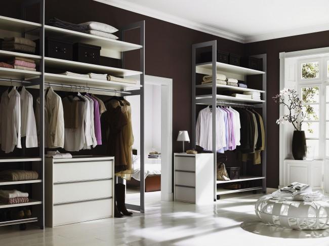При выборе дизайна стеллажной конструкции самым правильным будет исходить из общего стиля помещения