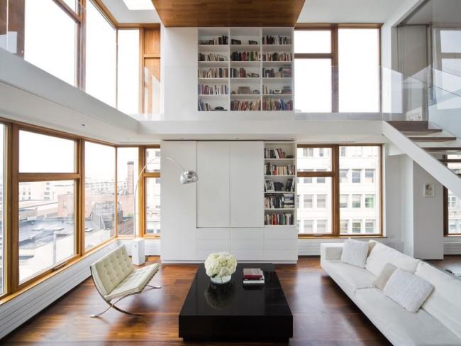 Двухъярусная гостиная с белой стенкой