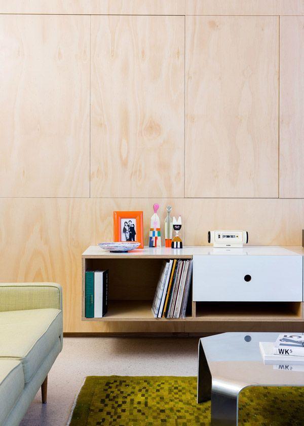 ДСП панели в отделке стены гостиной