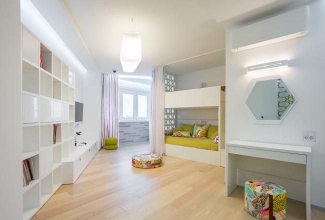 Светлая просторная детская комната в стиле минимализм