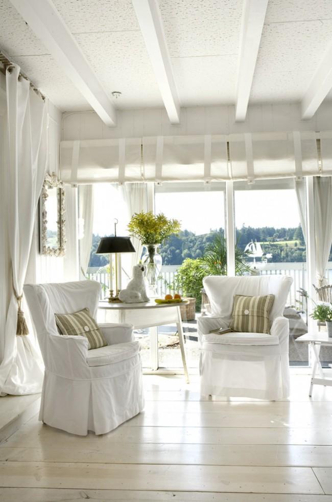 Романтическая светлая комната с выходом на мансарду