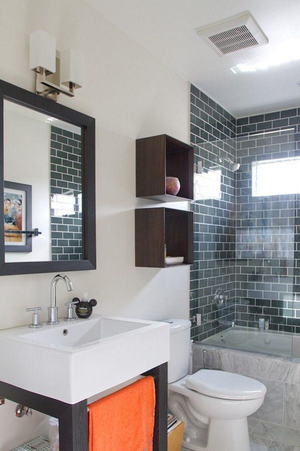 Ванная с душевой кабинкой и туалетом