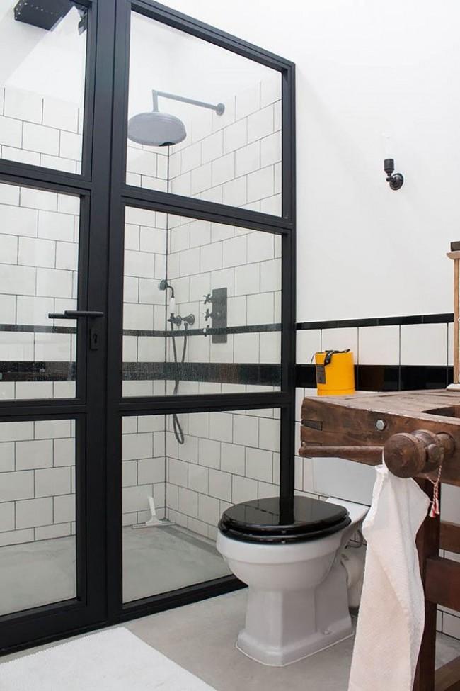 Душевая кабинка в совмещенном санузле стиля лофт