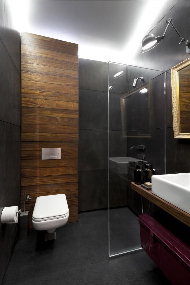 Компактное размещение сантехники в небольшой совмещенной ванной комнате