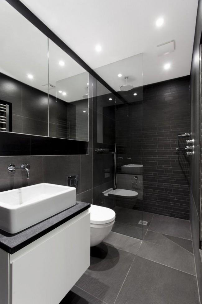 Просторная ванная комната позволит использовать темный интерьер