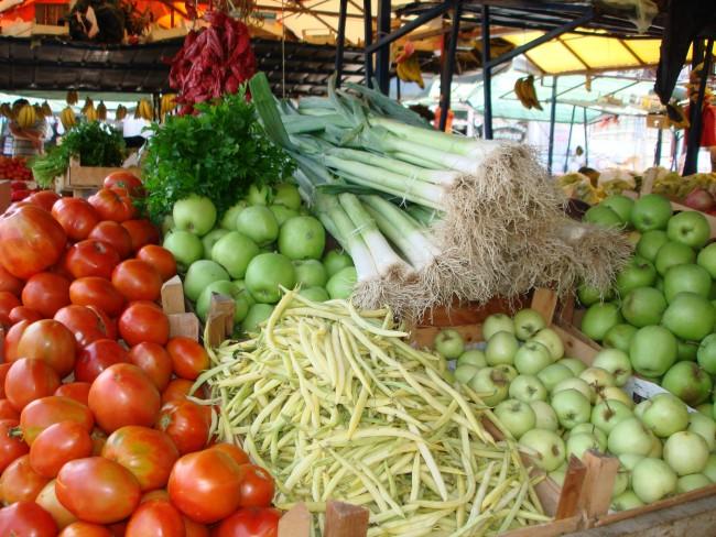 Всегда мойте овощи и фрукты купленные на рынке, а при обработке помещения убедитесь, что все пищевые продукты спрятаны в холодильнике или плотно закрыты