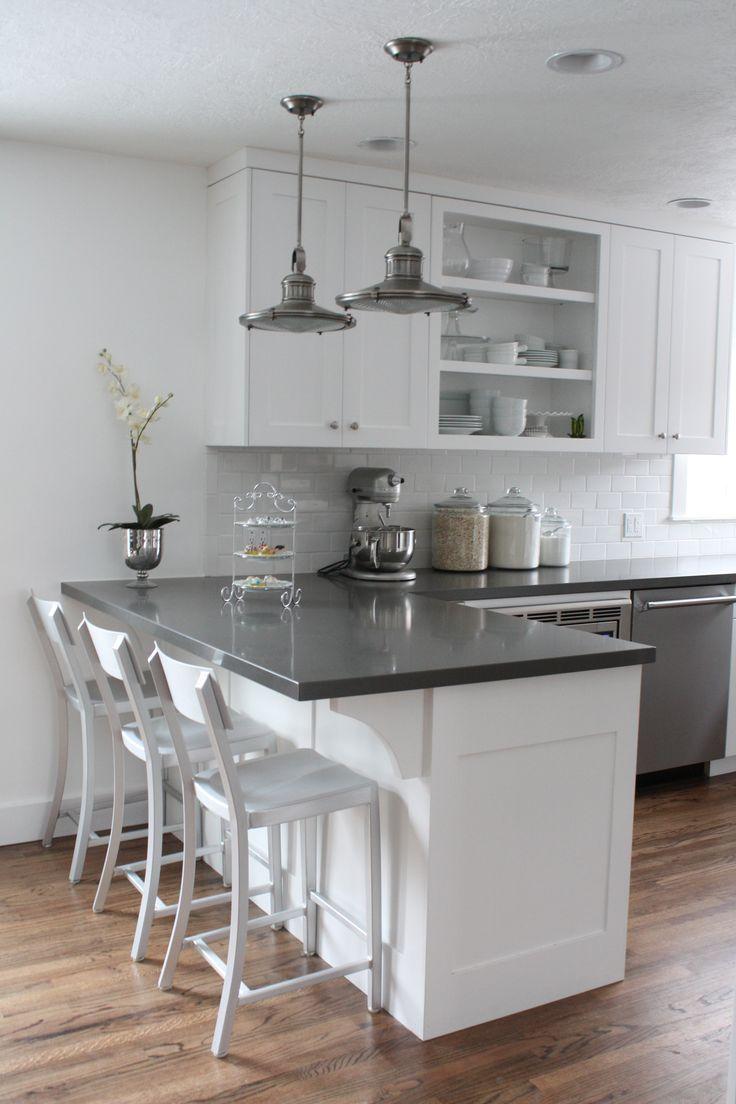 Дизайн белой кухни с серой столешницей