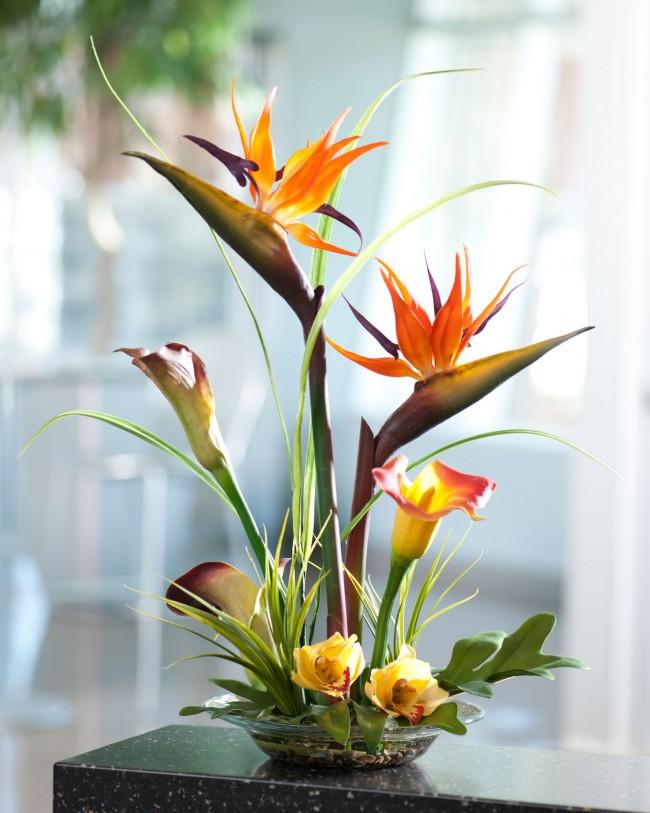 Естественно, что искусственные цветы никоим образом не смогут целиком заменить живую природу, но всё же на сегодня это наилучшая альтернатива украшения