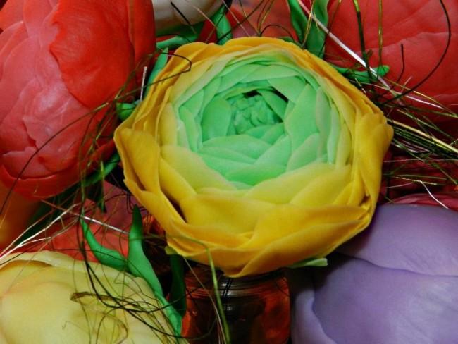 Готовый цветок ранункулюса из полимерной глины