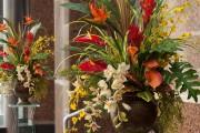 Фото 7 Искусственные цветы для домашнего интерьера: как эффектно украсить жилище