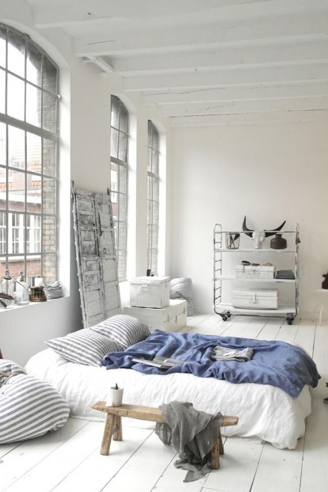 Гостиная и спальня в одной комнате. Самый простой и имеющий массу стильных воплощений вариант - матрас на полу