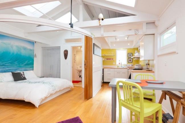 Гостиная и спальня в одной комнате. Грамотно спланировав компактное пространство городской квартиры, можно получить невероятно комфортное и функциональное жилье