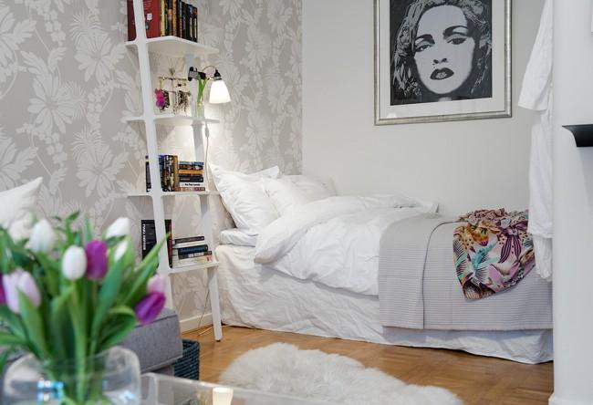 """Гостиная и спальня в одной комнате. Добиться эффекта обилия воздуха и пространства можно даже в хрущевской """"однушке"""". Проверенные способы: светлый цвет отделки стен, зонирование - только визуальное, без перегородок и ширм"""