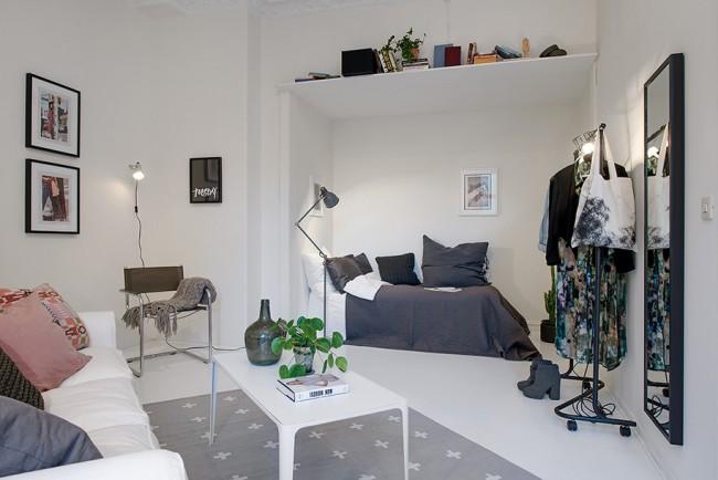 Гостиная и спальня в одной комнате. Светлая квартира-студия для одного человека