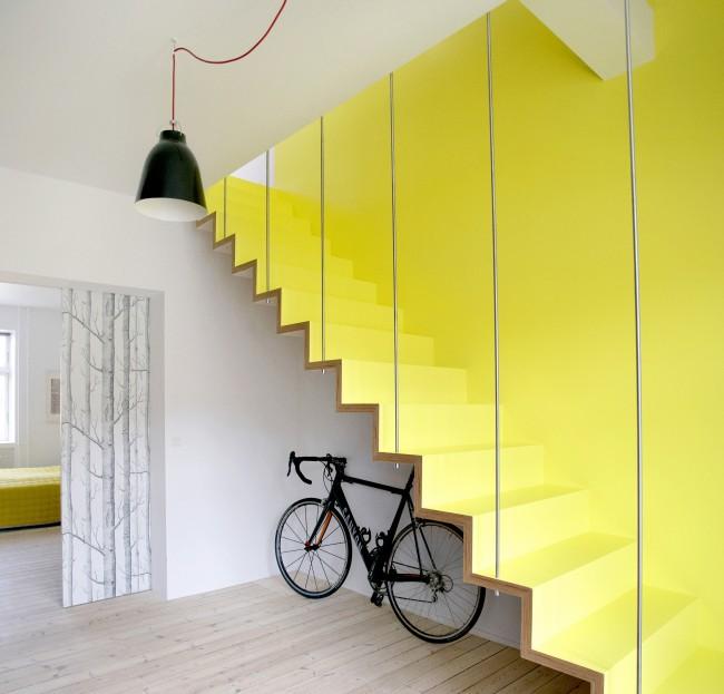 """Лестница на второй этаж. Лестница на больцах (от нем. """"болт"""")"""