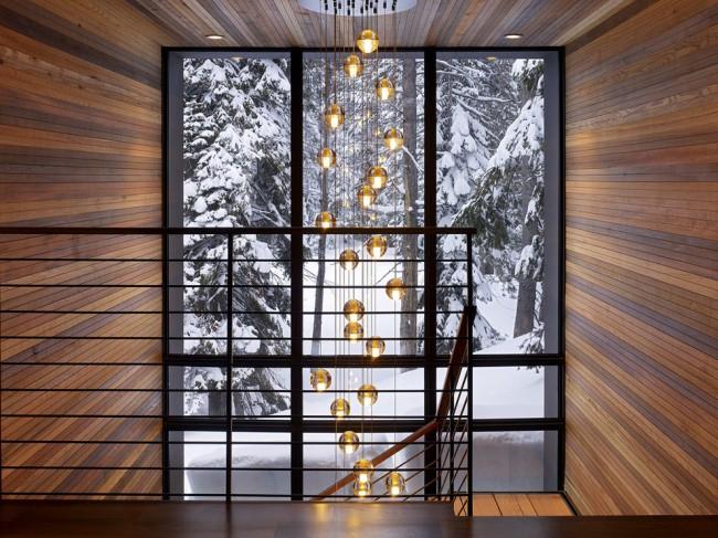 Лестница на второй этаж. Легкие металлические перила - хороший выбор для двухмаршевой лестницы на косоурах